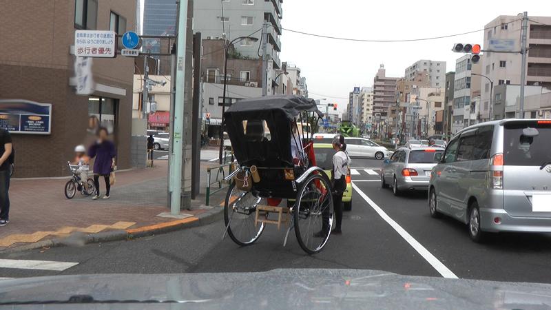 浅草名物人力車の画像です