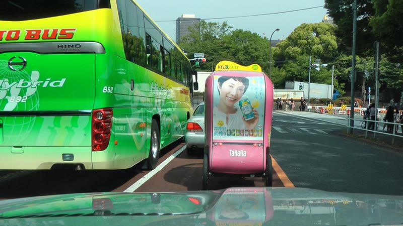 東京タワー近くでよく見かけるヴェロタクシーの画像です。